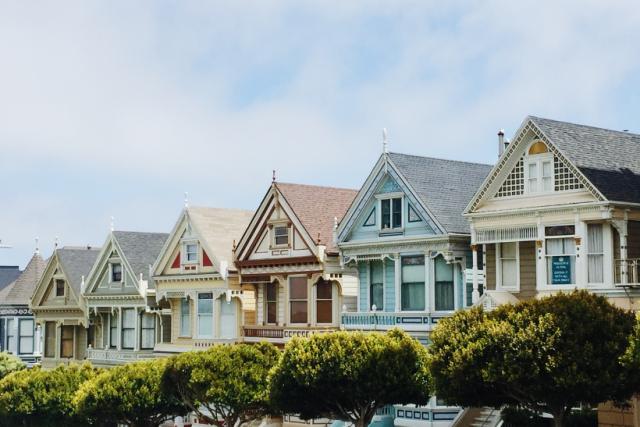 Koupě či prodej nemovitosti bez realitky? Jde to! Ale je to složitější.