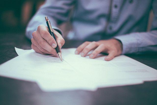 Smlouva o zprostředkování prodeje nemovitosti: na co si dávat pozor?